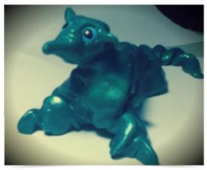 粘土で作った怪獣(目はBB弾)