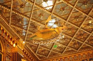 写真を見て回ると鳥の船っぽい形のヴィマーナが多いようですが、エレファントタイプのヴィマーナも。