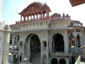 ナスィーヤン・ジャイナ教寺院入り口