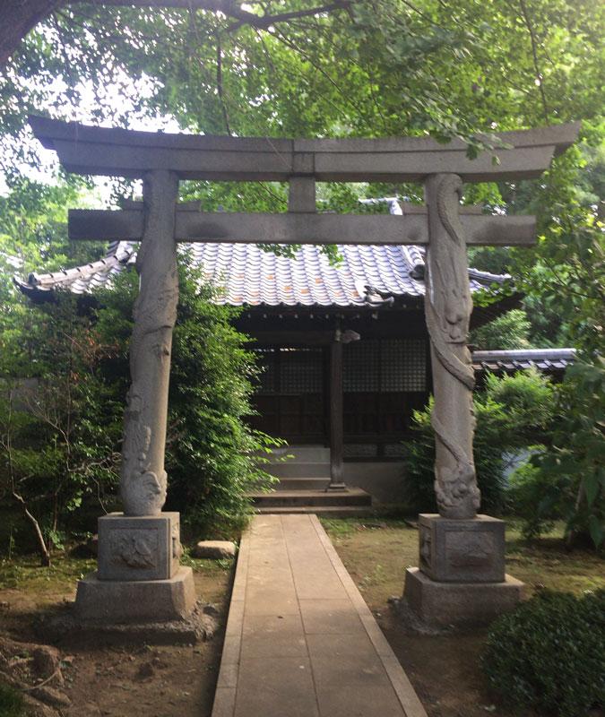 高円寺の奥にある双龍鳥居